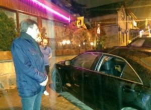 Mașina primarului Dorin Chirtoacă a fost spartă