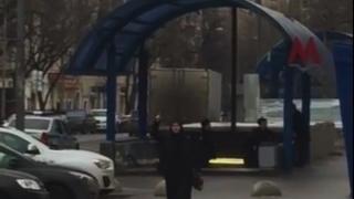 O femeie a decapitat un copil şi a adus craniul într-o zonă publică din Moscova, proferând ameninţări