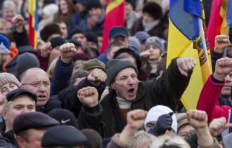 Додон обещает новые протесты у посольства США и у парламента