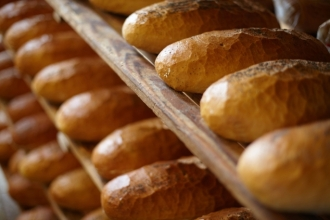 Franzeluţa pune în vânzare pâinea socială