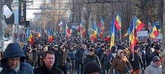 Cоциалисты пикетируют здания посольств и офис НАТО