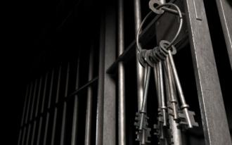 O angajată a Primăriei și o persoană fizică, arestate pentru 25 de zile