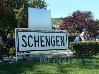 Comisarul UE pentru Migraţie: Tratatul Schengen riscă să fie suspendat dacă nu va fi redus numărul imigranţilor