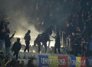 На матче Румыния-Испания произошел конфликт из-за баннера