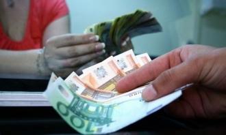 Moldovenii trimit acasă tot mai puțini bani