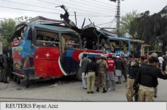 Cel puțin 16 morți în explozia unui autobuz la Peshawar