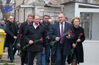 Социалисты почтили память жертв взрывов в Брюсселе