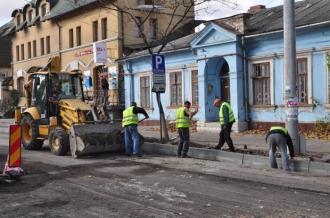Primăria promite să renoveze fațadele clădirilor de pe str. Vasile Alecsandri și bd. Constantin Negruzzi