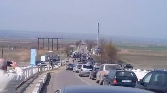 Protest împotriva scumpirii vinietei. Zeci de mașini cu numere străine au blocat traseul spre punctul vamal Cahul-Oancea